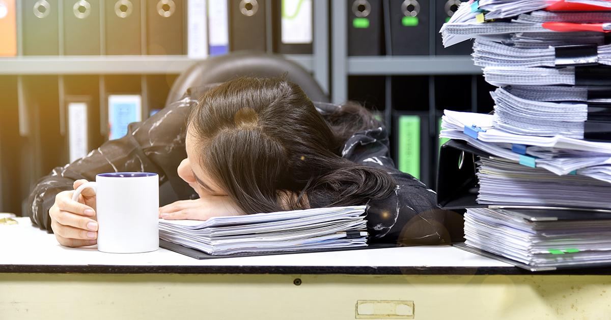 仕事中の猛烈な眠気を撃退する!午後の会議を乗り切る方法7選